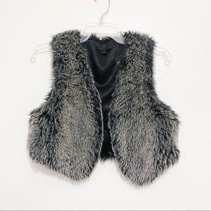 Tea n Rose faux fur gray cropped vest size Large